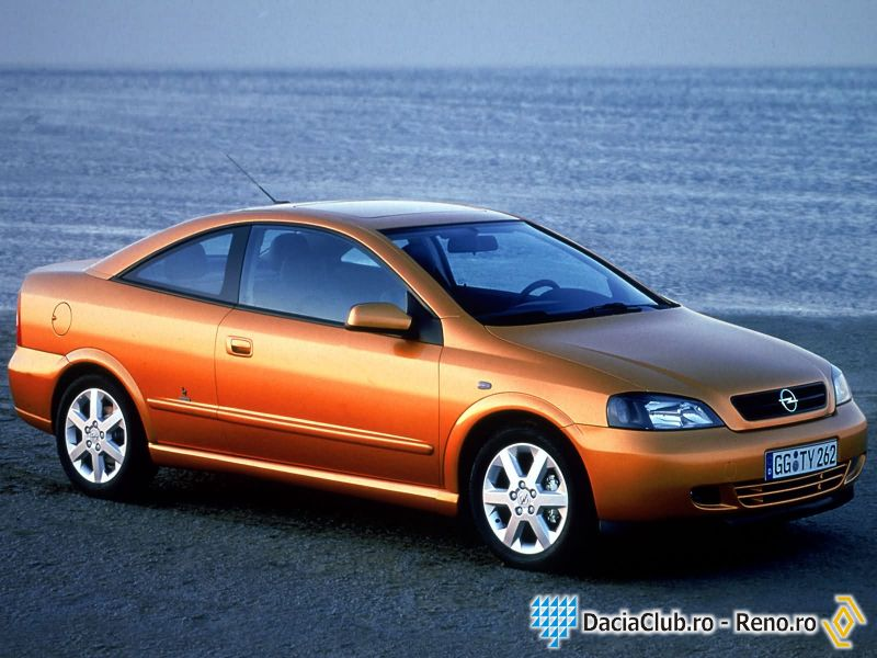 Opel Astra Coupe: 2 фото.